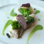 アマン東京 - 桜鯛の炙り。筍と菜の花をあしらって。