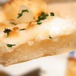 鎌倉パスタ - ピザというより「チジミ」のような「おやき」のような食感・・・