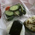 飯塚精米店 - 鮭、高菜、ぬか漬け