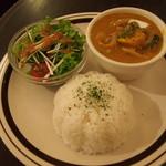 金魚CAFE - カボチャカレー*サラダのドレッシングは3種類から選べます*私は和風大根おろし
