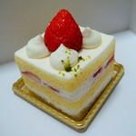 エコール ウメダ カフェ ド ティエンダ - 苺のショートケーキ(200円)