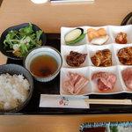 焼肉茶屋 みさわ - 日替わり九種の焼肉セット(デザート・ドリンク付)