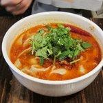 西安刀削麺酒楼 - 麻辣刀削麺の香菜大盛り