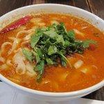 西安刀削麺酒楼 - 麻辣刀削麺大盛の香菜大盛り