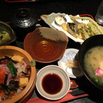 こはる食堂 - 料理写真:海鮮ちらしと春菜の天ぷらセット