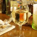麻布食堂 - グラスワイン(600円)