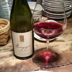イノーヴェ - ジュレシャンベルタン ブルゴ^ニュ ワインに浮かぶ料理