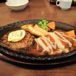 レストラン松新 - ステーキ・ハンバーグセット。ハンバーグはチーズトマトソース