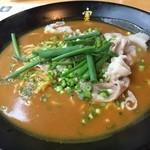 かれー麺 実之和 - 赤いかれー麺910円