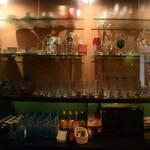 燈門 - バックバーのグラスが美しい。