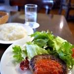 味工房夢魚 - 牛肉100%ハンバーグ。
