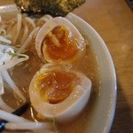 つけ麺 ジンベエ - 冬季限定中華そば(750円)に,味玉トッピング(100円)