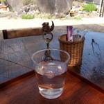 茶房みちふく - 水とテーブル