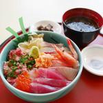 シーフードレストラン うおっせ - 市場丼 ¥1,600