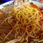 らい久 - 真っ黄色な麺