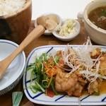 36625010 - じゃがいもと玉ねぎのとろとろスープ+塩だれ風味の鶏唐揚げ