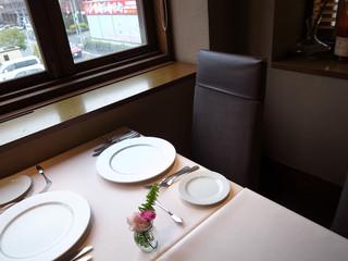 レストラン レ・フレール - 2階のテーブル席で