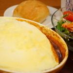 ルサンパーム - スフレオムレ*ルー! チキンとチーズの欧風カレー (¥880)、DRINK SET (+¥230)
