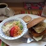 ブロートカフェ - 料理写真:白身フライの五穀バーガーのランチ★通常900円→500円