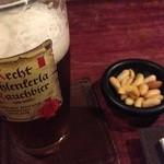 36635402 - 燻製ビールとお通しのナッツの燻製