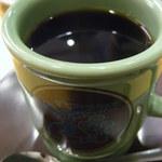 コメダ珈琲店  - 4人で来たので、ドリンクもそれぞれ好きなものを注文~! ボキはアメリカンコーヒー。 コメダのこのコーヒーカップの色が好きなんだ~♪