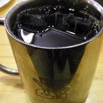 コメダ珈琲店  - お友だちが注文した、アイスコーヒー。 この鉄製のコーヒーカップもかっこいいよね~♪