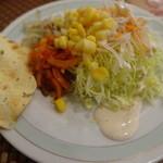 モニーズ - ビュッフェカレー・サラダ