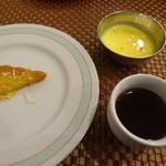 モニーズ - ビュッフェデザートに紅茶