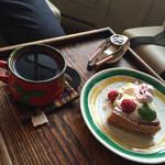 Hashigo Cafe - きいちごのチーズケーキとホットコーヒー