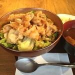 エヌ1221 - 春キャベツと豚バラ肉の生姜焼き丼