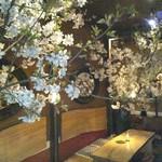 フクサコ - 3月上旬~4月中旬、店内は本物の桜で春満開