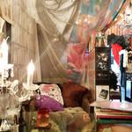 シークレット ガーディアン ツー - 店内のソファー席