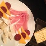 マジックバーエクシア - 生ハムチーズ盛り合わせ1000円