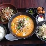 蜀味三国 - 豚トロ胡椒炒め定食スープを+300円で担々麺変更