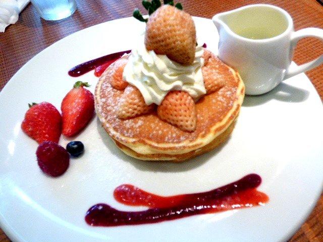 キャンベル・アーリー - 淡雪とあまおうのパンケーキ