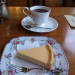 36673257 - チーズケーキ(400円)とブレンド(400円)