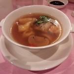 赤坂 四川飯店 - シンガポールコラボレーションでの、スペアリブならびにマッシュルームを入れた食薬同源のスープです。