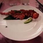 赤坂 四川飯店 - シンガポールコラボレーションでの、ロブスターのオーブン焼きです。辛くて舌がしびれますが、コクがあって美味しいです。