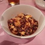 赤坂 四川飯店 - 陳建一、陳建太郎氏が自宅で食べている麻婆豆腐をお客様の前で作り、ミニ麻婆丼にしたものです。