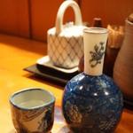 三友 - 日本酒(一合・480円)。たまにはぬる燗で。