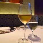 銀座 ハプスブルク・ファイルヒェン - 白ワインに見えるジュース(爆)