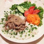 スカズカ - ビーフストロガノフ(1260円)+ライス(262円) びーふすとろがのふってこういう食べ物だったのね。