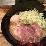 濃厚豚骨醤油ラーメン 太龍軒 - 四種盛ラーメン(1,000円)