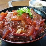 36699543 - てんこ盛りの漬まぐろ いい醤油加減(まぐろ丼定食)