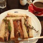 ヒロコーヒー 江坂店 - ローストビーフサンドとコスタリカアキアレス