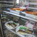 36712590 - 冷蔵ケースにはいろんな料理があります