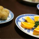 東光 - デザートはゴマ団子とオレンジ
