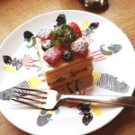 ロヴァニエミ - ベリーのショートケーキ☆ スポンジは驚くほど濃い黄色。 クリームもとっても美味しい♡
