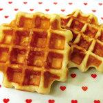 ワッフルカフェ プルミエ - テイクアウト用ワッフルはリエージュタイプです。店内で提供しているワッフルとは異なる食感をお楽しみ下さい。