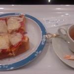 36725450 - ピザトースト。トーストは有名店から毎日仕入れています。